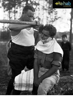 I'm posting this here because it doesn't get more manly than having a barber shave your face.with an axe. Photo Just dont sneeze Funny Baby Images, Funny Pictures For Kids, Funny Kids, American Funny Videos, Funny Dog Videos, Justin Bieber Witze, Funny Dresses, Indian Funny, Best Funny Photos