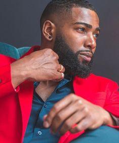 Sharing photos of black men to combat the erasure in the beard movement. Bald Black Man, Fine Black Men, Gorgeous Black Men, Handsome Black Men, Beautiful Men, Black Women, Bald Men With Beards, Black Men Beards, Bald With Beard