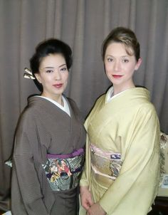 Komako on the left and Ibu (Eve) the Ukrainian geiko on the right.