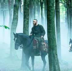 Ragnar in a spooky forrest Ragnar Lothbrok Vikings, Lagertha, North Mythology, Viking Pictures, Vikings Show, Vikings Travis Fimmel, Floki, Renaissance Fair, Fantasy Characters