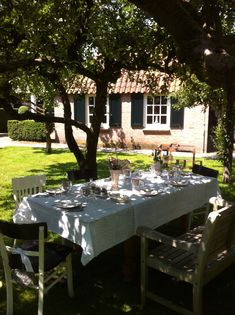 Christie's Boomgaard, tafel gedekt voor een ambachtelijke High Tea.