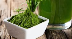 Spirulina is a very important element in my diet, ''says Novak Djokovic - number 1 world tennis player''. But, what is spirulina? Jugo Natural, Natural Detox, Body Detox Cleanse, Liver Detox, Healthy Drinks, Healthy Tips, Healthy Recipes, Benefits Of Asparagus, What Is Spirulina