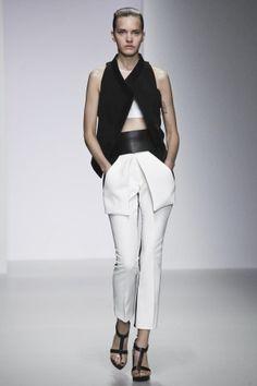 David Koma Spring Summer Ready To Wear 2014 London.  women's fashion and style.  modern fashion.
