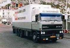 DAF FAS 3300 6x2 spacecab met gesloten aanhanger van Van Gend en Loos