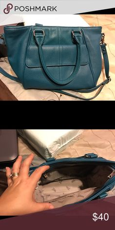 Mini Diamond District bag Like new condition. No flaws. Gorgeous color. Comes with extra zipper pouch that attaches inside for more compartments. Thirty One Bags Shoulder Bags
