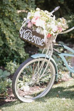 Cruiser bicycle with welcome sign & big posey in basket