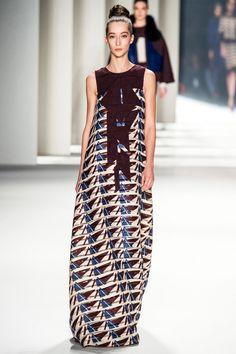 http://www.vogue.ru/fashion/favourites-of-vogue/luchshie_platya_karoliny_errery/