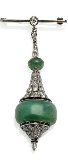 An Art Deco Pendant Brooch, a white bar with an old cut diamond centrally suspends a drop of diamond set pierced sections, polished emeralds, and calibré cut onyx details, in white claw and millegrain settings, total estimated diamond weight 1.00 carat