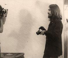 ellevintage: George Harrison, c. - the moon loves you Foto Beatles, Beatles Love, Beatles Photos, Hello Beatles, Liverpool, The Quarrymen, People Of Interest, The Fab Four, Ringo Starr