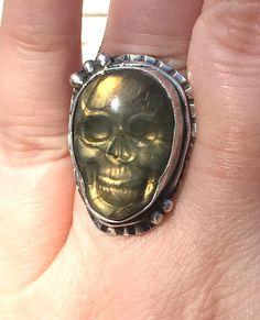 Green Labradorite Skull ring silver skull ring by MandanaStudios