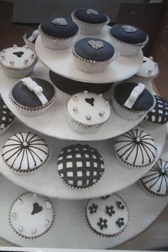 Black and White Wedding Cup Cakes Wedding Cupcakes, Cup Cakes, Cake Toppers, Wedding Stuff, Muffins, Cookies, Friends, Black, Ideas