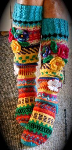 Hei ! Tervetuloa blogiini! Esittelen täällä lähinnä korttejani, neuleitani ja joskus jotain muutakin elämääni liittyvää ! Crochet Slipper Boots, Crochet Slippers, Knit Crochet, Crochet Hats, Knitting Projects, Crochet Projects, Cold Weather Dresses, Knitting Socks, Knit Socks