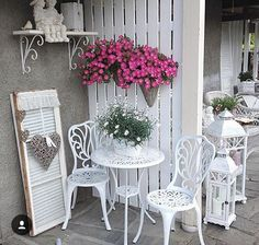 Shabby Chic Interior Design Ideas For Your Home Shabby Chic Terrasse, Shabby Chic Garden Decor, Shabby Chic Interiors, Home Decor Furniture, Garden Furniture, Summer House Garden, Deco Champetre, Outdoor Rooms, Outdoor Decor