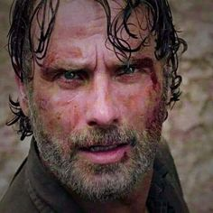 Andrew Lincoln and Robert Kirkman both say that The Walking Dead could carry on without Rick Grimes in the future. Andrew Lincoln, Rick Grimes, Chandler Riggs, Stuff And Thangs, Jon Snow, Tv Series, Programming, Seo, Brazil