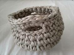 Cesto em trapilho e crochet.  Partilhei o tutorial  que apesar da língua se percebe muito bem.