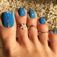Turquoise toenails sparkle design