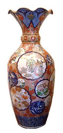 A grand Japanese IMARI VASE  Circa. 1890 (Minor rest. to rim.) 9500