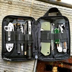 Survival and Prepper Tips Edc Tactical, Tactical Survival, Survival Gear, Survival Gadgets, Survival Weapons, Vw T5, Edc Bag, Edc Everyday Carry, Tactical Gear