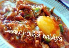 Ingrédients pour chakchouka nablia 1 c.à.s de concentré de tomate 1 et 1/2 c.à.s de harissa 2 oignons moyennes 2 tomates fraiches 2...