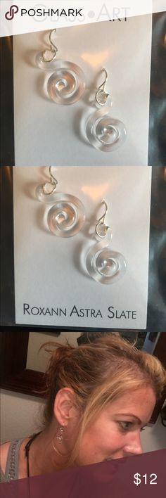 Beautiful Glass Art earrings by Roxann Astra Slate ❤️Beautiful glass Art earrings! ❤️ so beautiful on. I tried to get a close of the earrings on me to show how they look on. Very classy earrings but can go with any outfit🌹 Roxann Slate Jewelry Earrings