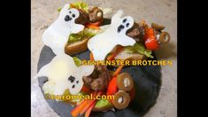 Gespenster Brötchen - euromeal.com Eggs, Halloween, Breakfast, Food, Ground Meat, Morning Coffee, Egg, Meals, Halloween Stuff