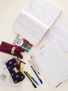 lordvolderlee:  White table always make me calm when doing my homework ☺️