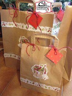 Shopper regalo Christimas. Con tovaglioli di carta decorati di Natale e sportine in carta tinta unita abbiamo realizzate le confezioni regalo natalizie.