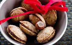 Baci+di+dama+-+dámské+pusinky.+Italské+vánoční+ořechové+cukroví Sausage, Muffin, Meat, Breakfast, Food, Morning Coffee, Eten, Sausages, Cupcakes