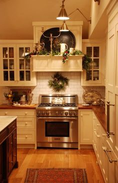 Ethereal Small kitchen cabinets online shopping,Kitchen layout design drawing and Small kitchen cabinets in kenya. Classic Kitchen, New Kitchen, Vintage Kitchen, Kitchen Decor, Kitchen Ideas, Narrow Kitchen, Kitchen Modern, Kitchen Designs, Rustic Kitchen