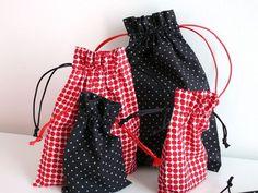 DIY pochons gigognes en tissus coordonnés et cordons contrastés pour ranger ses petites affaires!