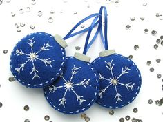 How To: Embroidered Felt Snowflake Baubles