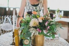 Florals by April Flowers. Photo by PlumJam Photography. Dana Powers House.