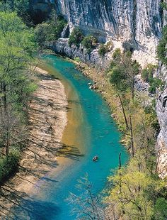 Explore. The Buffalo National River AR. The river flows 135 miles through the Ozarks- one of America's few remaining undammed rivers. The most accessible tall bluffs on the river, not far from the road, are at Steel Creek. They rise 200 feet (61 meters) or more over the crystal-clear water.
