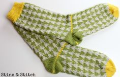 Stine & Stitch: Every beginning is . not difficult! The cuff Stine & Stitch: Every beginning is … not difficult! The cuff Knitting Patterns, Crochet Patterns, Marimekko Fabric, Patterned Socks, Fair Isles, Knitted Headband, Knitting Socks, Arm Warmers, Knit Crochet