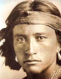 Indios Norteamericanos http://www.elblogalternativo.com/2008/12/31/la-expresion-psicomusical-de-los-indios-norteamericanos/