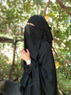 Arab Girls Hijab, Muslim Girls, Hijabi Girl, Girl Hijab, Burqa Designs, Hijab Dp, Niqab Fashion, Stylish Hijab, Cute Muslim Couples