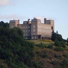 Den gamle sjømannsskolen, Oslo #sjømannsskolen #arkitektur #architecture #hillside #view #castle #oslo #norway