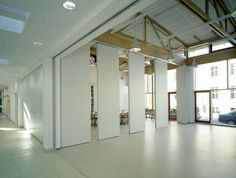 Electrically operated partition wall - MOVEO® COMFORTRONIC - DORMA Hüppe Raumtrennsysteme - Videos