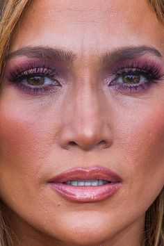 jennifer lopez Close-Up - Celebrity Nude Leaked! Jlo Makeup, Sexy Makeup, Photo Makeup, Makeup Looks, Hair Makeup, Maquillaje Jennifer Lopez, Jennifer Lopez Makeup, Jennifer Lopez Photos, Celebrity Faces