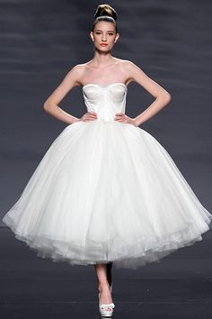 Lovely lace & Tulle Dress! Another dream of a dress...........oh I want to wear this lol!