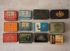 Groot lot van 12 sigaren en sigaretten blikken voor 50 stuks. Nederland - 2e helft 20e eeuw.