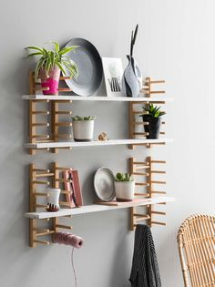 ikea diy hack This hack from VT Wonen starts out with a series of basic OSTBIT wood plate racks, which are mounted on the wall to become customizable shelving. This IKEA hack is somehow both weird and awesome. Ikea Regal, Diy Regal, Ikea Hackers, Ikea Shelf Hack, Ikea Hack Storage, Ikea Bathroom Storage, Diy Ikea Hacks, Kitchen Wall Shelves, Ikea Wall Shelves