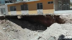 #Breves Socavón se traga tierra con que fue rellenado. http://ift.tt/2paqMaq Entérese en #MNTOR.