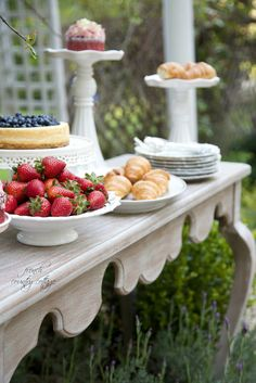 FRENCH COUNTRY COTTAGE: Entertaining~ a party in the garden