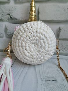 Unicorn round children bag, white with gold, shiny eyes, hand-knitted, size cm Crochet Unicorn Blanket, Unicorn Pillow, Tote Pattern, Bag Patterns To Sew, Sewing Patterns, Coin Purse Tutorial, Pouch Tutorial, Shiny Eyes, Unicorn Headband