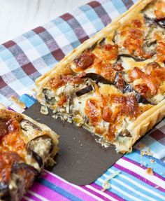 Puff paste stuffed eggplant (aubergines) quiche, tart, eggplant, cheese, grated - can serve as a Tapas - (small bites) - appetizer Quiche Recipes, Vegetable Recipes, Vegetarian Recipes, Cooking Recipes, Healthy Recipes, Quiches, Tapas, Mezze, Food Porn