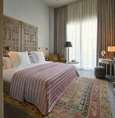 The sign-on exclusive Soho House was the former Palazzo Corpi of Istanbul's most elegant resorts. Soho House Istanbul, Palazzo, Resorts, Hotel Carpet, Living Etc, Luxury Bedding Sets, Modern Bedding, Bedroom Carpet, Interior Design