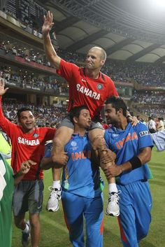 The great coach of Indian cricket team of world cup victory moment with Raina Virat kohili