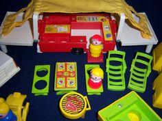 1979 Fisher Price Little People Pop-Up Camper & Jeep! :) @Christie Plackner.. did you have this one too Christie?