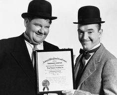 Stan Laurel and Oliver Hardy pose with the certificate The Music Box won at the 1932 Academy Awards. Great Comedies, Classic Comedies, Classic Films, Stan Laurel Oliver Hardy, Laurel Und Hardy, Comedy Duos, Comedy Films, Hollywood Images, Old Hollywood